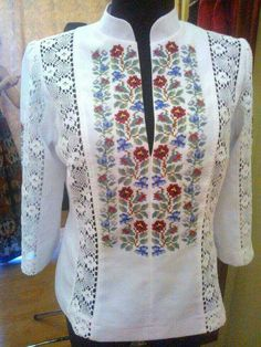Ooh pretty! Embroidery On Clothes, Embroidered Clothes, Embroidery Fashion, Embroidery Dress, African Fashion Dresses, Fashion Outfits, Folk Fashion, Womens Fashion, Kurta Designs Women