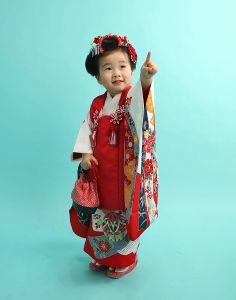 子供 Geisha Japan, Modern Kimono, Asian Kids, Rite Of Passage, Silk Road, Kimono Style, Yukata, Japanese Kimono, Kimono Fashion