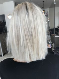 Blonde hair short lob Textured straight hair Cut colour Cool ash blonde - All For Hair Cutes Bob Hairstyles, Straight Hairstyles, 1940s Hairstyles, Glamorous Hairstyles, Wedding Hairstyles, Famous Hairstyles, Woman Hairstyles, Beautiful Hairstyles, Wedding Updo