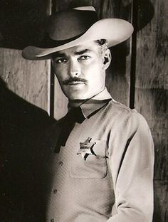 John Russell tried to enlist in the USMC when WWII started but was rejected… John Russell Actor, Actor John, Hollywood Stars, Classic Hollywood, Old Hollywood, Actor Secundario, Cultura General, Tv Westerns, Old Movie Stars