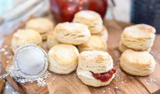Engelska scones A Food, Food And Drink, Afternoon Tea Recipes, Scones, Clotted Cream, Our Daily Bread, High Tea, Bread Baking, Breakfast Recipes