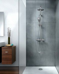 Italian shower with modern faucet in 99 images Contemporary Bathrooms, Modern Bathroom, Entspannendes Bad, Bathroom Ornaments, Ideas Baños, Ideal Standard, Shower Tile Designs, Big Bathrooms, Bathroom Images