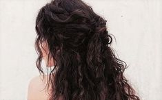 Image discovered by Fawndant. Find images and videos about brunette, wavy and dark hair on We Heart It - the app to get lost in what you love. Bobs, Afro, Curly Hair Styles Easy, Long Hair Styles, Simple Curly Hairstyles, Katharina Petrova, Cornrows, Yennefer Of Vengerberg, Katherine Pierce