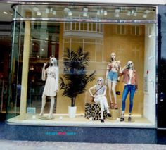 The fashion trend in Spring/Summer 2017 also dominates the retail window display. Fashion Window Display, Clothing Displays, Latest Design Trends, Retail Windows, Retail Space, Window Design, Visual Merchandising, Industrial Style, Design Projects