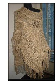 Poncho tejido a palillos color tierra,
