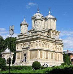 Manastirea Curtea de Arges a fost ctitorita intre anii 1512 – pe vremea… Romanian People, Cathedral Church, Commercial Architecture, Temple, Take Me Home, Eastern Europe, Mosque, The Good Place, Taj Mahal