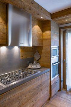 46 veces he visto estas lindas cocinas rusticas. Modern Mountain Home, Mountain Homes, Plan Chalet, Chalet Style, Small Fireplace, Stone Kitchen, Dream Furniture, Winter House, Country Kitchen
