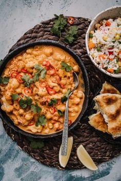 Resepti - Kikherne-kukkakaalimasala - Apetit Best Vegan Recipes, Lunch Recipes, Food Porn, Food Crush, Garam Masala, I Love Food, Paella, Curry, Food And Drink