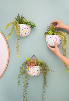 Wall decor meets gardening and it's all thanks to this Faux Terrazzo Hanging Planter! With a fun and colorful design, we love the idea of displaying succulents in your entryway using this simple project.A Pretty Faux Terrazzo Planter DIY! / Oh Joy! Diy Planters, Hanging Planters, Garden Planters, Terrazzo, Painted Plant Pots, Fleurs Diy, Decoration Plante, Plant Decor, Flower Pots