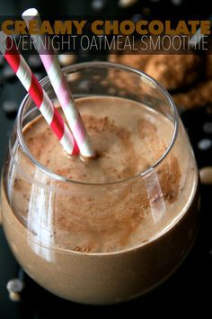 Chocolate Overnight Oatmeal Smoothie -- smooth, creamy, and sure to keep you satisfied for hours! This vegan smoothie will knock out those chocolate cravings while providing you with a balanced breakf (Vegan Smoothies Honey) Oatmeal Smoothies, Vegan Smoothies, Breakfast Smoothies, Smoothie Drinks, Smoothie Recipes, Breakfast Recipes, Chocolate Smoothies, Chocolate Oatmeal, Chocolate Protein