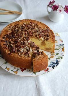 Sour cream dulce de leche swirl cake / Bolo de sour cream mesclado com doce de leite