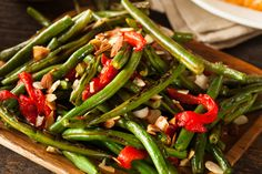 Side Dish Recipe: Garlic Green Beans with Red Peppers and Almonds - 12 Tomatoes