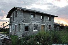 Необычный коттедж, облицованный керамзитобетонными блоками в Вологодской области. Больше фото по ссылке: http://skb21.ru/objects/kottedj-v-vologodskoy-oblasti/