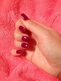 Pour quelle manucure allez-vous voter cette semaine ? En image : la manucure cherry de Céline (vernis NLC15 Get Cherried Away, Collection Coca Cola d'O.P.I) ! Faites vos votes