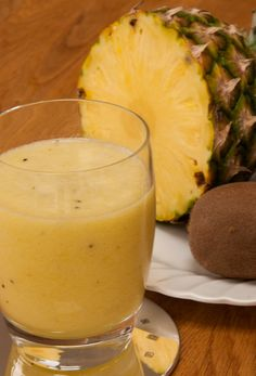 Pineapple and kiwi smoothie - get your day off to a great start with #dairyfree smoothie