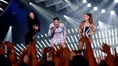 VMAs: Ariana Grande, Nicki Minaj and Jessie J Kick Off with BANG BANG http://gemilybarbon.blogspot.it/2014/08/vmas-ariana-grande-nicki-minaj-and.html