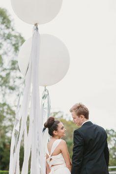 giant wedding balloons / Anthony Hoang Photography