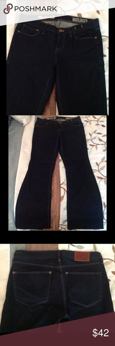 Like new, Madewell Bootlegger jeans Madewell Boootlegger dark denim jeans in new condition! Only worn a handful of times. 98% cotton, 2% spandex Madewell Jeans Boot Cut