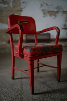 red plastic armchair on gray concrete floor photo – Free Image on Unsplash Chair Pictures, Concrete Floors, Hd Photos, Free Images, Armchair, Plastic, Flooring, Gray, Furniture