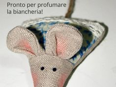 Come realizzare dei sacchettini profumabiancheria a forma di Topolino Handmade Toys, Handmade Crafts, Diy And Crafts, Lavender Bags, Lavender Sachets, Cute Sewing Projects, Sewing Accessories, Pin Cushions, Pet Toys
