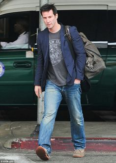 889528dae78 ... Shaves His Beard   Rocks Clean-Shaven Face!  Photo Keanu Reeves shows  off his clean-shaven face for the first time in a long time while arriving  at LAX ...