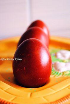 Βάφουμε πασχαλινά κόκκινα αυγά, χωρίς χημικά! Easter Cookies, Greek Recipes, Healthy Eating, Fruit, Vegetables, Food, Holidays, Tips, Eating Healthy