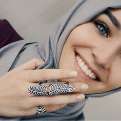 """Find and save images from the """"hijab girl"""" collection by Princess Papooli (princess_papooli) on We Heart It, your everyday app to get lost in what you love. Hijabi Girl, Girl Hijab, Hijab Outfit, Muslim Women Fashion, Islamic Fashion, Muslim Girls, Arab Girls, Hijabs, Alexandra Golovkova"""