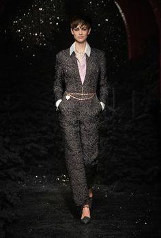 Chanel | Ready-to-Wear Autumn 2021 | Look 9 Chanel Fashion, Vogue Fashion, Live Fashion, French Fashion, Runway Fashion, Fashion News, Stella Tennant, Fashion Week Paris, Boutique Haute Couture