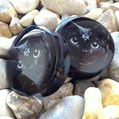 Black cat plugs on a Black double flare base. Available in sizes 10-30mm online at www.ukcustomplugs.co.uk   #plug #plugs #gauge #gauges #uk...