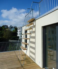 Spiral Stairs Design, Stair Railing Design, Rooftop Terrace Design, Rooftop Deck, Staircase Outdoor, Steel Stairs, House Stairs, Ideas, Ideal House