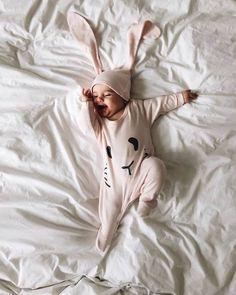 Need this outfit Little Babies, Little Ones, Cute Babies, Baby Gift Sets, Baby Gifts, Somebunny Loves You, Look Formal, Baby Kind, Baby Fever