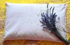 Guanciale classico in cotone imbottito con pula di farro biologica + AROMATERAPIA con erbe officinali: LAVANDA   Fodera in cotone Misura 70x45  La lavorazione è eseguita artigianalmente