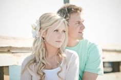 beautiful engagement photos and i love the color scheme!