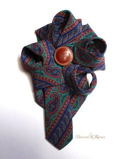On your bag, your hat, your jacket, your mantle... to close your bulky yarn Be the one you want to be ;-) with this great brooch tie silk carry the tablet. It has been tournictee, frilled, pampered, assembled and sewn by hand vintage button on large brass colored pin brooch.
