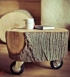 Ajoutez du piquant à votre décor! 15 tables de chevet originales! - Décoration - Lesmaisons Diy Wooden Projects, Wooden Diy, Home Projects, Wooden Tree, Wooden Crafts, Log Table, Stump Table, Tree Table, Patio Table