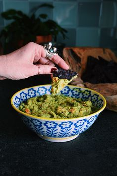 Winter Guacamole With Roasted Butternut Squash and Poached Pears http://blog.freepeople.com/2015/02/winter-guacamole-roasted-butternut-squash-poached-pears/#ixzz3QnQuuTFz guac 9