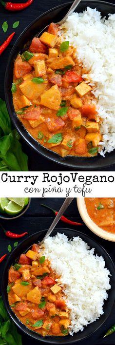 Esta receta para curry rojo thai es totalemente vegana, rápida, fácil y deliciosa, ya sea para almuerzo o cena. Tomates frescos, piña dulce y tofu en una salsa cremosa de leche de coco y pasta de curry rojo. Este curry rojo thai vegano estará en la mesa en menos de treinta minutos!