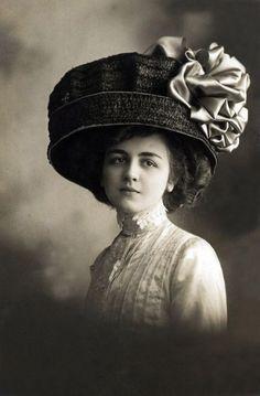 www.companiadesombreros.com.ar #companiadesombreros #sombreros #hats #belleepoque