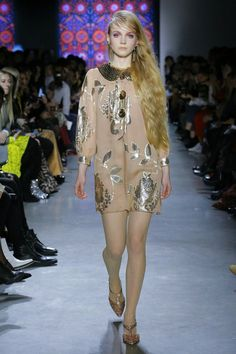 The complete Anna Sui Fall 2018 Ready-to-Wear fashion show now on Vogue  Runway. e8398d8e7420