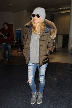 Instead of a standard gray beanie, Heidi Klum chose a plush textured one that paired perfectly with her puffer sweater, and ripped jeans.
