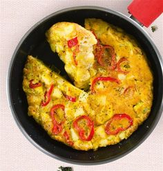 Οµελέτα µε πατάτες και πιπεριές Greek Recipes, Healthy Cooking, Paella, Macaroni And Cheese, Curry, Stuffed Peppers, Vegetables, Breakfast, Ethnic Recipes