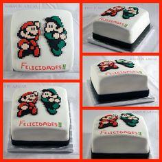 Mario Bross y Luigi en pixel en una deliciosa tarta de vainilla rellena de fresas con nata!!