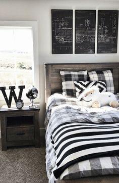 lit ado chambre garcon avec des schemas de machines aux murs et le linge du lit en carreaux et en rayures