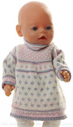 Strikke dukkeklær