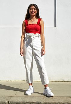 White denim is the fresh, warm-weather update on your favourite all-year-round jeans styles. 90s Mom Jeans, Mom Jeans Outfit, 90s Outfit, Pants Outfit, White Outfits, Jean Outfits, Summer Outfits, School Outfits, Square Pants
