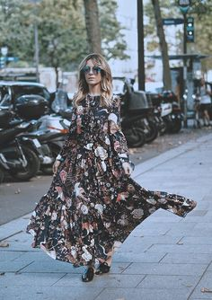 AUTUMN MAXI DRESS | WHILE IN PARIS Travel blogger. Street Style by Monica Sors
