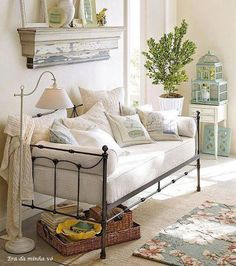 Shop savannah daybed with trundle from Pottery Barn. Our furniture, home decor and accessories collections feature savannah daybed with trundle in quality materials and classic styles.