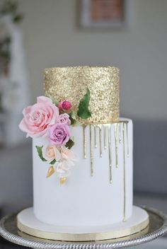 36 Too Pretty to Eat Drip Wedding Cakes - The drip cake – a brilliant little wedding trend that is taking the cake world by storm. Whether you are having a vintage wedding or a classic chic soirée, there is a drip cake for every style! #dripcake http://www.theweddingguru.ca/36-drip-wedding-cakes-almost-too-pretty-to-eat/