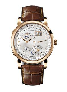 A.Lange & Söhne montre Lange 1 Fuseaux Horaires http://www.vogue.fr/vogue-hommes/montres/diaporama/montres-double-fuseaux-heures-universelles-globe-trotter-anti-jet-lag/20061/image/1043868#!a-lange-amp-soehne-montre-lange-1-fuseaux-horaires