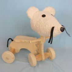 Rutscher aus Holz mit Mäusekopf aus Stoff- handgemacht. Ab ca. 1 Jahr. gesehen bei www.rosarotundveilchenblau.at